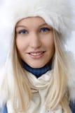 Nahaufnahmeporträt der attraktiven nordischen Frau stockbild