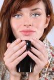 Nahaufnahmeporträt der Frau mit Cup Stockbild