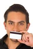 Nahaufnahmeporträt der hübschen Holding des jungen Mannes Lizenzfreies Stockbild