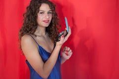 Nahaufnahmeporträt des Brunettemädchens mit Make-up lizenzfreies stockbild