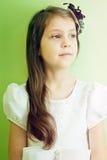 Nahaufnahmeporträt des kleinen Mädchens Stockfotos
