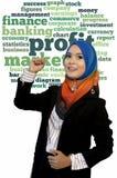 Nahaufnahmeporträt des schönen jungen asiatischen Studenten mit Gewinnwortwolke lizenzfreie stockfotografie