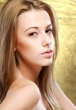Nahaufnahmeporträt des schönen Mädchens stockbild