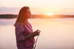Nahaufnahmeporträt des weiblichen Fotografen Lizenzfreies Stockfoto