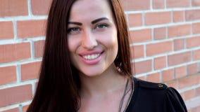 Nahaufnahmeporträt einer schönen netten Frau Lizenzfreie Stockbilder