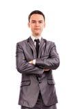 Nahaufnahmeporträt eines jungen Geschäftsmannes mit den Armen gefaltet Lizenzfreie Stockbilder