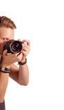 Nahaufnahmeporträt eines jungen Mannes, der ein Foto von der Ecke macht Stockfotos