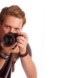 Nahaufnahmeporträt eines jungen Mannes, der ein Foto von der Ecke macht Lizenzfreies Stockfoto