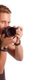 Nahaufnahmeporträt eines jungen Mannes, der ein Foto von der Ecke macht Lizenzfreie Stockfotos