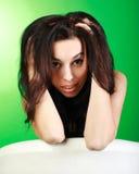 Nahaufnahmeporträt junger Brunette im Studio lizenzfreie stockfotografie