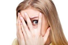 Nahaufnahmeportrait der erschrockenen Frau. Stockfotos