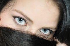 Nahaufnahmeportrait der Frauenaugen Stockfotos