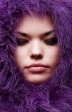 Nahaufnahmeportrait der jungen Frau Stockfoto