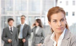 Nahaufnahmeportrait der jungen Geschäftsfrau Lizenzfreie Stockbilder
