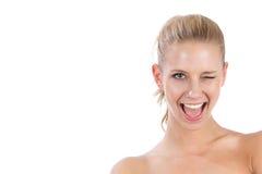 Nahaufnahmeportrait der jungen schönen blinzelnden Frau Lizenzfreies Stockfoto