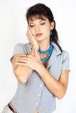 Nahaufnahmeportrait der reizvollen kaukasischen jungen Frau. Stockfotos