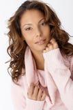 Nahaufnahmeportrait der schönen Afrofrau. Stockfotos