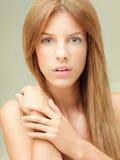 Nahaufnahmeportrait der schönen Frau Lizenzfreie Stockbilder