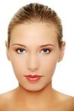 Nahaufnahmeportrait der schönen jungen Frau stockbilder