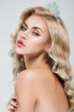 Nahaufnahmeportrait des jungen blonden Mädchens stockfotos