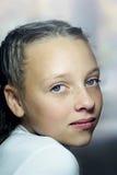 Nahaufnahmeportrait des Mädchenjugendlichen Stockbild