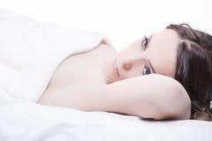 Nahaufnahmeportrait einer jungen Frau Stockbilder