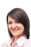 Nahaufnahmeportrait einer netten Frau im Rosa Lizenzfreie Stockfotos