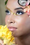 Nahaufnahmeportrait einer schönen jungen Braut Stockbild