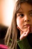Nahaufnahmeportrait eines jungen Mädchens. Stockbild