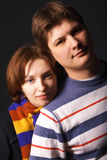 Nahaufnahmeportrait eines jungen Paares stockbild
