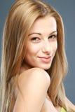 Nahaufnahmeportrait eines sinnlichen blonden Mädchens Lizenzfreie Stockfotos