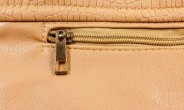 Nahaufnahmereißverschluß der braunen Handtasche Lizenzfreies Stockbild