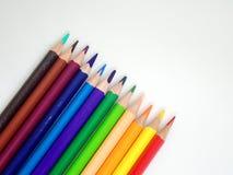 Nahaufnahmesatz farbige Bleistifte lokalisiert auf weißem Isolat Stockfotografie