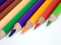 Nahaufnahmesatz farbige Bleistifte lokalisiert auf weißem Isolat Lizenzfreie Stockfotos