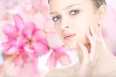 Nahaufnahmeschönheits-Mädchenporträt stockbilder