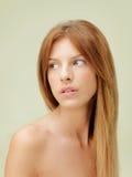 Nahaufnahmeschönheitsportrait der jungen Frau Stockfoto