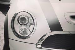 Nahaufnahmescheinwerfer des Autos Stockfotografie