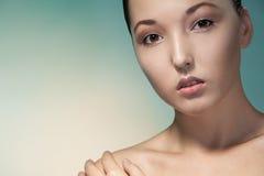 Nahaufnahmeschönheitsporträt der asiatischen Frau Stockbild