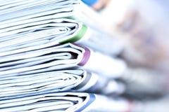 Nahaufnahmestapel der Zeitung Lizenzfreie Stockfotografie