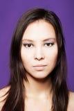 Nahaufnahmestudioportrait des schönen asiatischen Mädchens Stockfoto