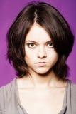 Nahaufnahmestudioportrait des schönen jungen Mädchens Stockbilder