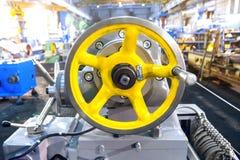 Nahaufnahmeteil der industriellen Maschine in der Fabrik an den Metallverarbeitungen lizenzfreie stockbilder