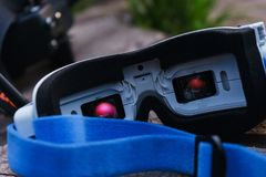 Nahaufnahmevideomonitorgläser zur Steuerung der kontrollierten Sportradiobrummen stockbilder