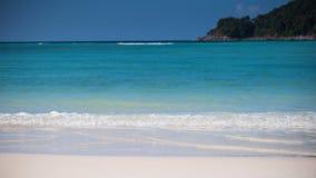 Nahaufnahmewasserspritzen in tropischem Meer Stockfoto