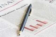 Nahaufnahmezeitung eines Artikels lizenzfreies stockfoto