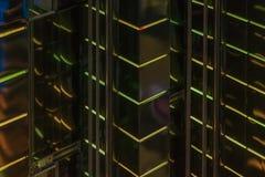 Nahaufnahmezusammenfassung des Musters der hellen klaren geführten Hintergrundbeleuchtungswände des hohen glühenden Gebäudes, mod Lizenzfreie Stockfotografie