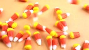 Nahe Ansicht des Süßigkeitsmaisgießens stock video footage