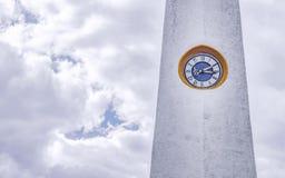 Nahe der Uhr im Turm der Kirche von Guatavita Stockbild