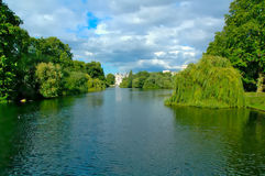 Nahe gelegener Fluss des Schlosses in London Lizenzfreie Stockfotos