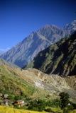 Nahe Ghorepani bewirtschaften Sie und terassenförmig angelegte Felder, stockfotos